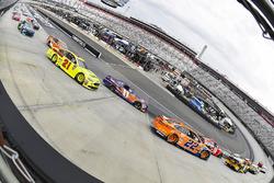 Joey Logano, Team Penske, Ford Fusion Autotrader and Denny Hamlin, Joe Gibbs Racing, Toyota Camry FedEx Freight
