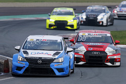 Harald Proczyk, Opel Astra TCR, davanti a Niels Langeveld, Audi RS 3 LMS TCR