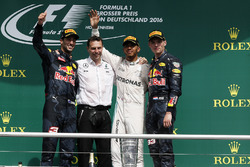 Daniel Ricciardo, Red Bull Racing, Lewis Hamilton, Mercedes AMG F1 and Max Verstappen, Red Bull Racing celebrate on the podium