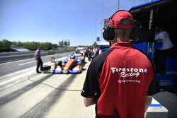 Firestone engineer, Scott Dixon, Chip Ganassi Racing Honda