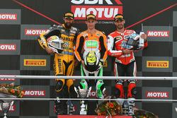 Sur le podium : le vainqueur Jules Cluzel, NRT, le deuxième, Randy Krummenacher, BARDAHL Evan Bros, le troisième, Raffaele De Rosa, MV Agusta Reparto Corse by Vamag