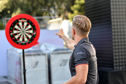 Kevin Magnussen, Haas F1 plays darts