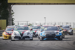 Gianni Morbidelli, Team Mulsanne Alfa Romeo Giulietta TCR, Frédéric Vervisch, Audi Sport Team Comtoyou Audi RS 3 LMS
