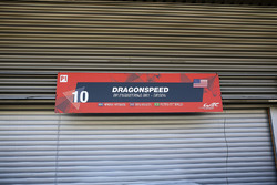 De gesloten garage van #10 Dragonspeed BR Engineering BR1: Henrik Hedman, Ben Hanley, Pietro Fittipaldi