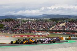 Карлос Сайнс, Renault Sport F1 Team RS18, Фернандо Алонсо, McLaren MCL33, и Серхио Перес, Sahara Force India F1 VJM11
