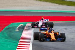 Fernando Alonso, McLaren MCL33, Esteban Ocon, Force India VJM11