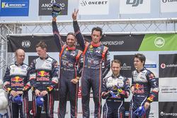 Podium : les vainqueurs Thierry Neuville, Nicolas Gilsoul, Hyundai Motorsport, les deuxièmes Elfyn Evans, Daniel Barritt, M-Sport