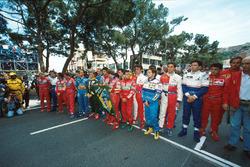 Los pilotos rinden homenaje a Ayrton Senna antes del inicio de la carrera
