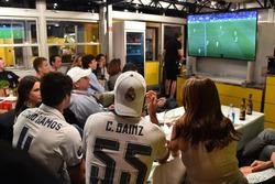 Carlos Sainz Jr., Renault Sport F1 Team watches the Champions League Final