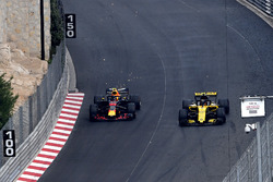 Max Verstappen, Red Bull Racing RB14 lotta con Carlos Sainz Jr., Renault Sport F1 Team R.S. 18