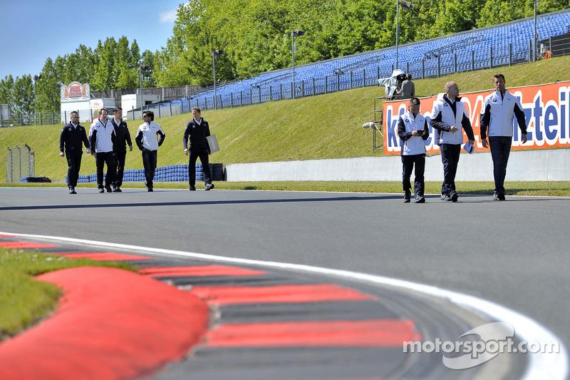 Passeggiata in pista Bruno Spengler, BMW Team Schnitzer, BMW M4 DTM e Martin Tomczyk, BMW Team Schni