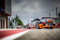 #86 Gulf Racing UK Porsche 911 GT3 RSR