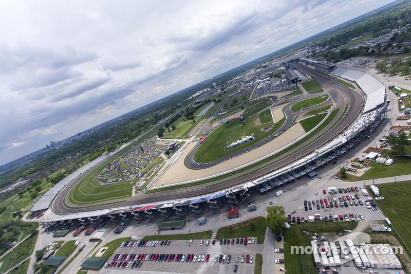 La vista della Indianapolis Motor Speedway dall'elicottero di Kurt Busch
