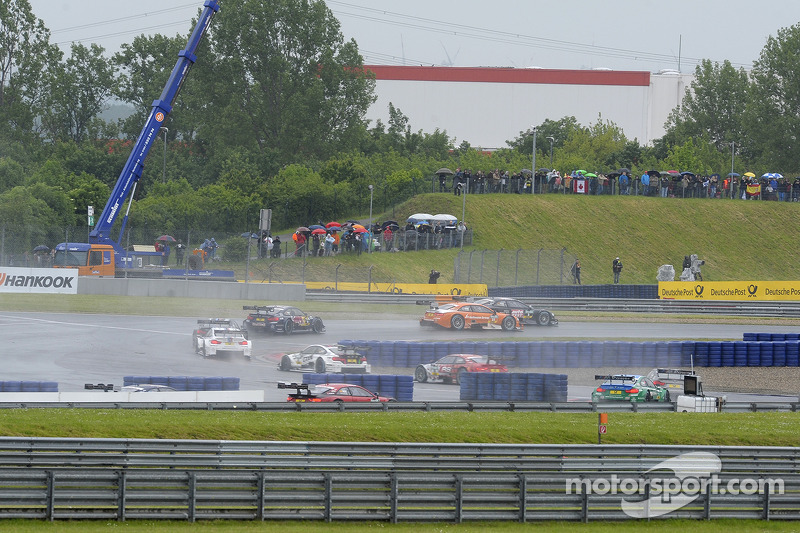 Timo Scheider, Audi Sport Team Phoenix, Audi RS 5 DTM, contro Jamie Green, Audi Sport Team Rosberg,