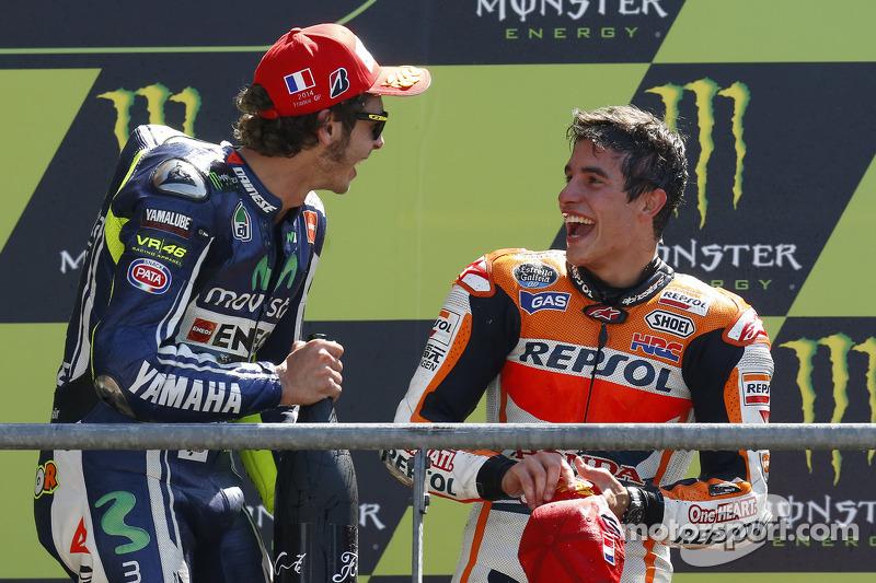 Ganador de la carrera Marc Márquez, del equipo Repsol Honda, el segundo lugar Valentino Rossi, Yamaha Factory Racing