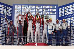 领奖台:比赛获胜者 Simon Dolan, Harry Tincknell, Filipe Albuquerque, 第二名 Jan Charouz, Vincent Capillaire, 第三名