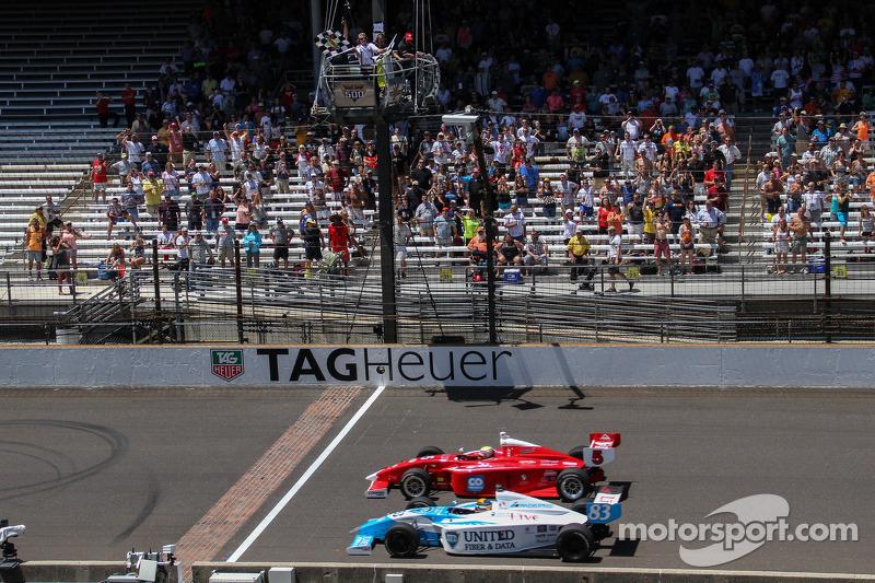 Gabby Chaves ve Matthew Brabham galibiyet için mücadele ediyor