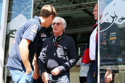 Bernie Ecclestone ve Sebastian Vettel, Red Bull Racing ve Dr Helmut Marko, Red Bull Motorsporları Danışmanı