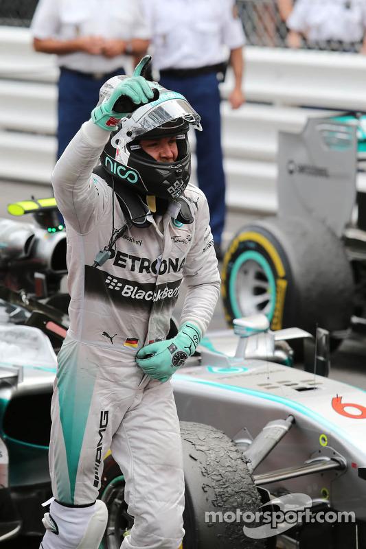 Vencedor da corrida Nico Rosberg, Mercedes AMG F1 W05 celebra in parc ferme