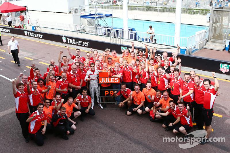 Jules Bianchi, celebra sus primeros puntos de F1 con el equipo