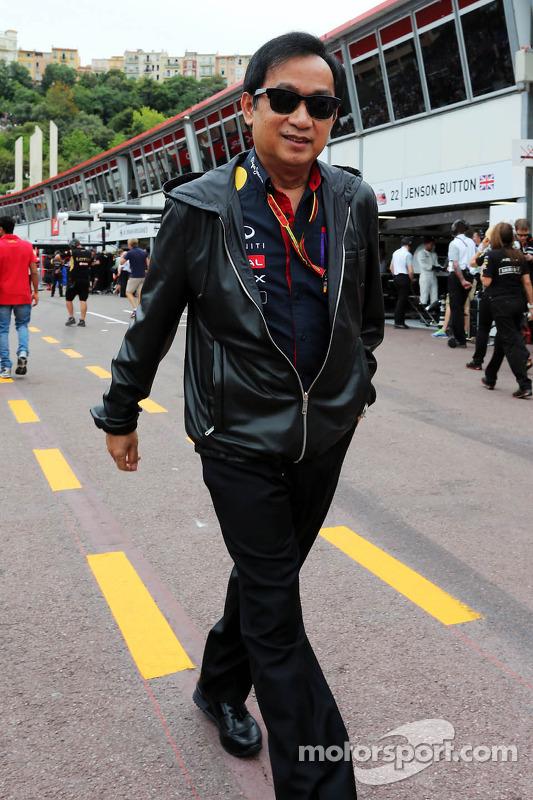 Chalerm Yoovidhya, Sócio da Red Bull Racing