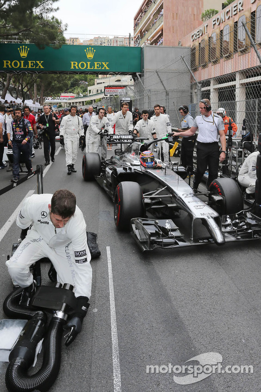 Jenson Button, McLaren MP4-29 in griglia di partenza
