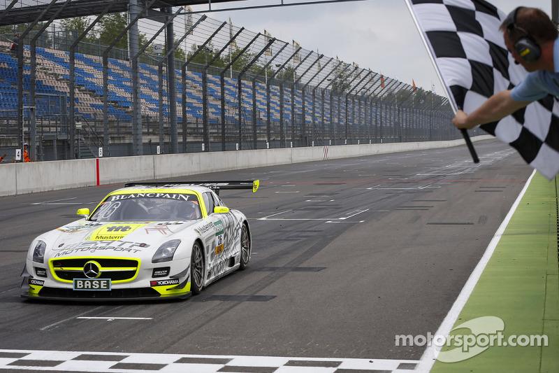#26 H.T.P. Motorsport Mercedes-Benz SLS AMG GT3: Maximilian Götz, Maximilian Buhk conquista a vitória