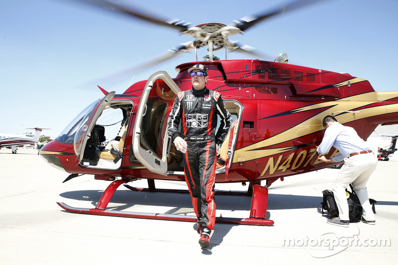 Kurt Busch kommt auf dem Indianapolis Motor Speedway an