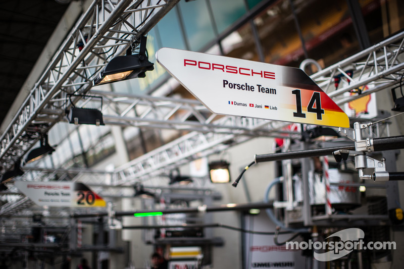 Placa do box do #14 Porsche Team Porsche 919 Hybrid