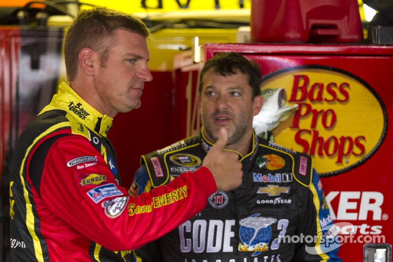 Clint Bowyer ve Tony Stewart