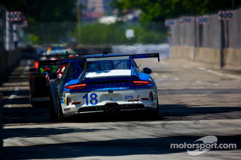 #18 Muehlner Motorsports America 保时捷 911 GT America: 大卫·卡尔弗特-琼斯 & 马特·贝尔