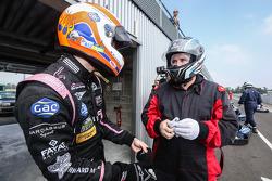 Alex Brundle ve Motorsport.com's Eric Gilbert. Photo Clément Marin / DPPI