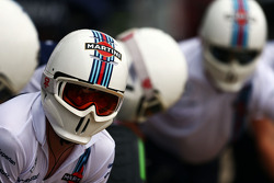 Williams mekanikerleri pitstop antrenmanında