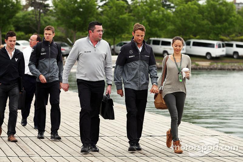 Eric Boullier, McLaren Yarış Direktörü ve Jenson Button, McLaren ve kız arkadaşı Jessica Michibata