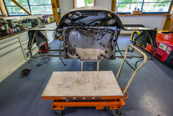Visit de Courage Compétition: Porsche 962 em restauração