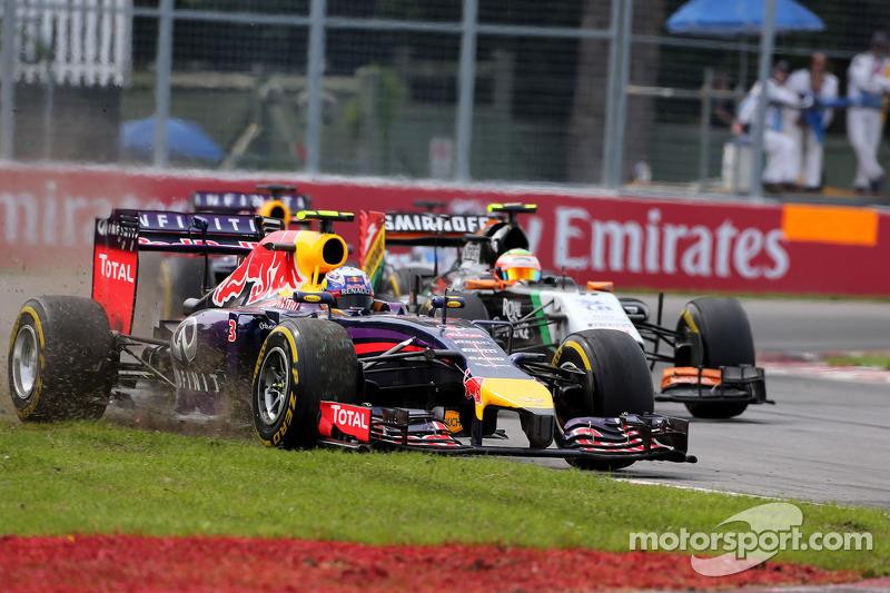 Daniel Ricciardo, Red Bull Racing RB10; Sergio Perez, Sahara Force India F1 VJM07