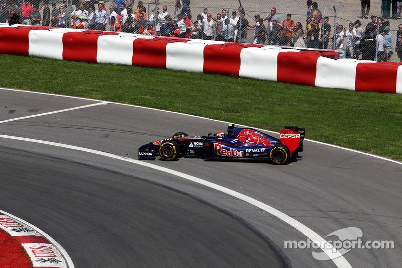 Daniil Kvyat, Scuderia Toro Rosso STR9 spins