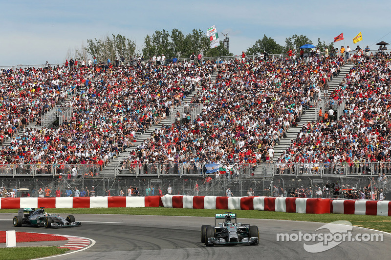 Nico Rosberg, da Mercedes AMG F1 Team, e Lewis Hamilton, Mercedes AMG F1 Team 08