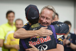 Race winner Daniel Ricciardo, Red Bull Racing celebrates with Jonathan Wheatley, Red Bull Racing Tea