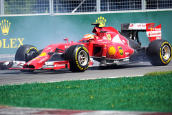 Kimi Raikkonen, Ferrari F14-T recovers from a spin