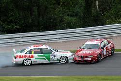 Tony Absolom, Vauxhall Cavalier s'accroche avec Steven Dymoke Alfa Romeo 156