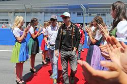(Da sinistra a destra): Adrian Sutil, Sauber con Nico Hulkenberg, Sahara Force India F1 alla parata dei piloti