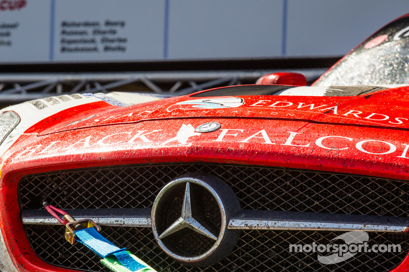 #1 Black Falcon Mercedes-Benz SLS AMG GT3 no pódio dos carros