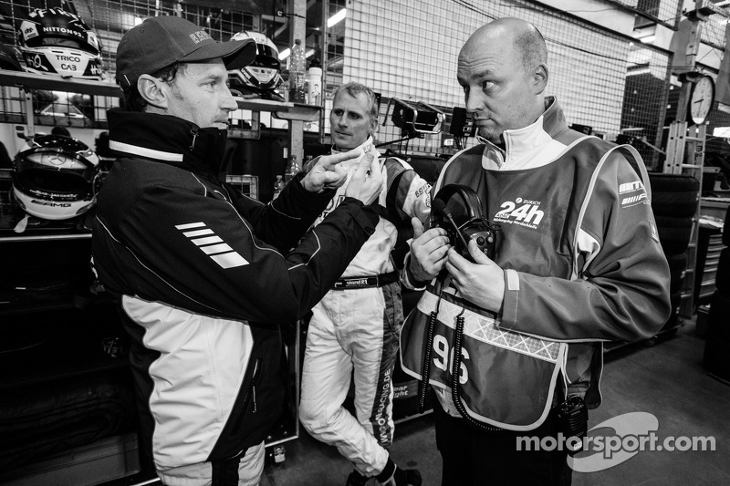 Thomas Jäger e Richard Göransson con Rowe Corse team manager Hans-Peter Naundorf