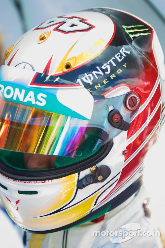 Lewis Hamilton pronto para a prova