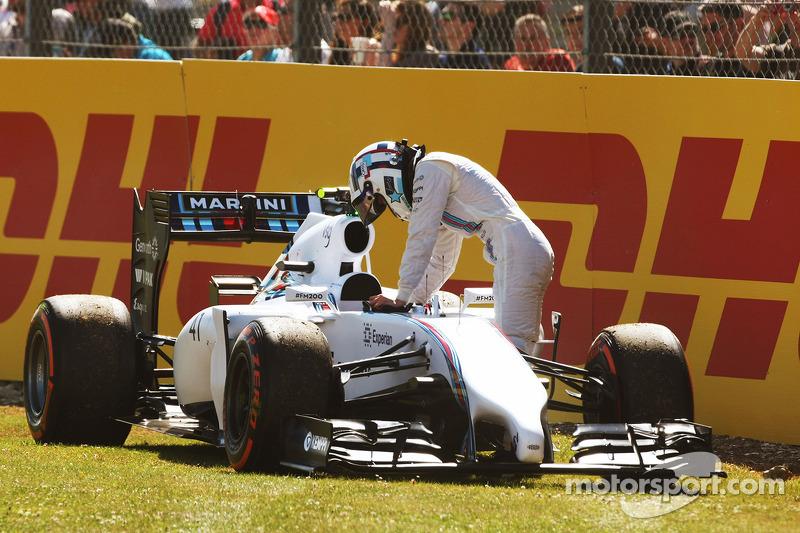 Susie Wolff, pilota collaudatrice Williams FW36 si ferma sul circuito durante la FP1
