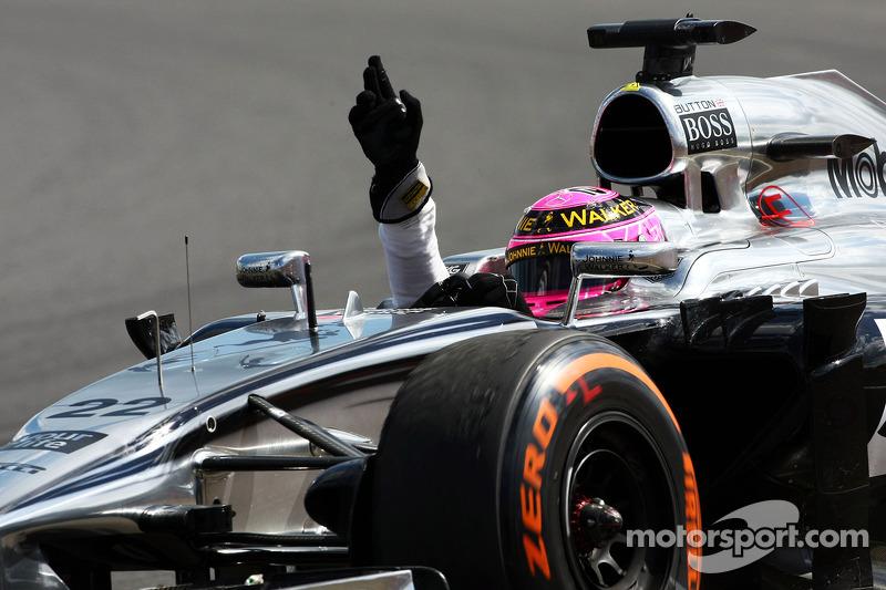 Jenson Button, McLaren MP4-29 celebra la sua quarta posizione alla fine della gara