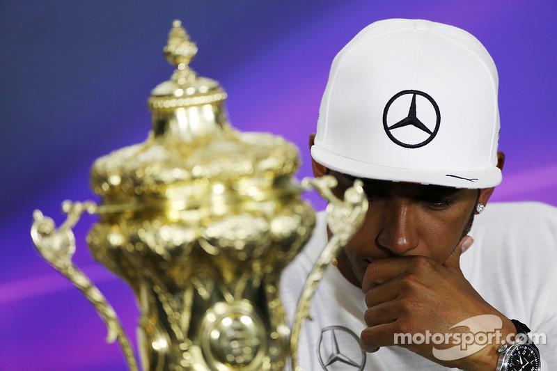 Il vincitore della gara Lewis Hamilton, Mercedes AMG F1 alla conferenza post gara FIA