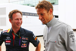 Christian Horner, Red Bull Racing Team Principal con Jenson Button, McLaren