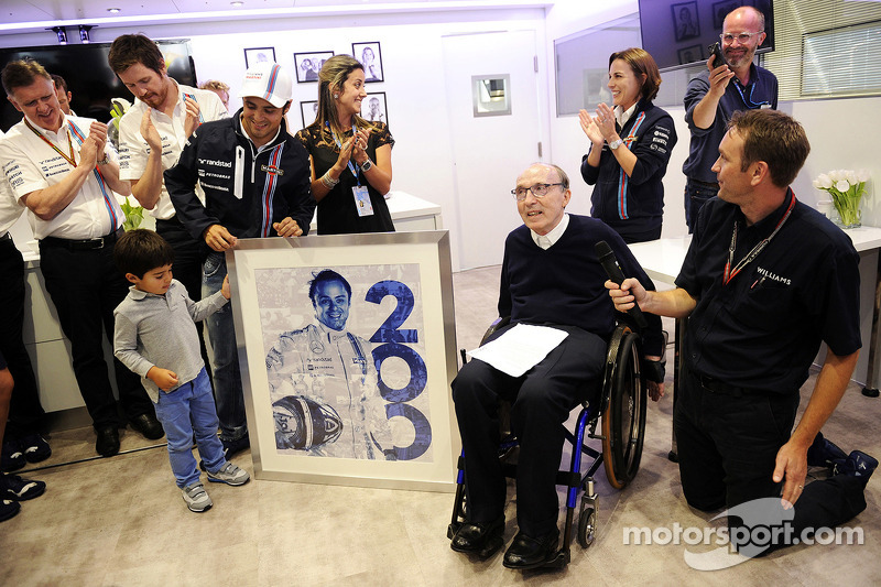 Felipe Massa, Williams 200. GP'sini kutluyor ve ailesi, Frank Williams, Williams Takım Sahibi, Claire Williams, Williams Yardımcı Takım Patronu